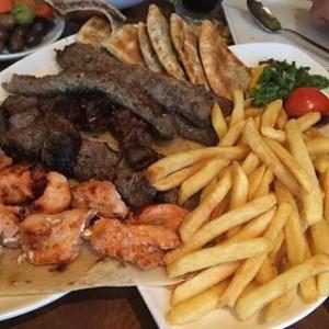مطعم الشاطئ اللبناني