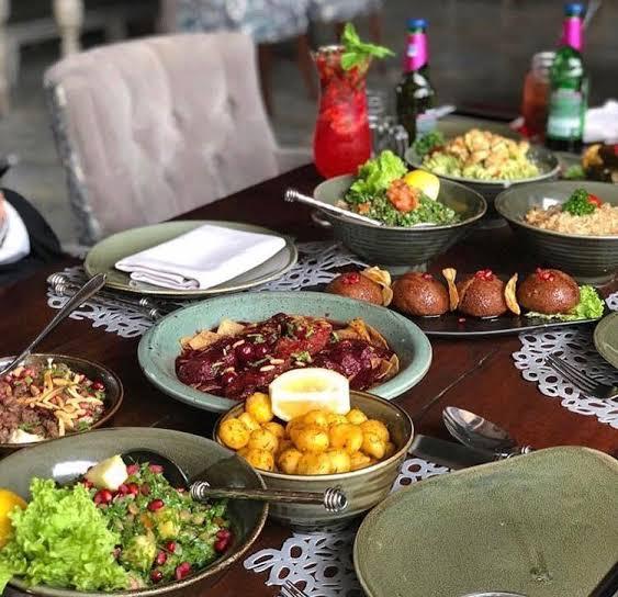 اطباق مطعم اوف وايت لاونج