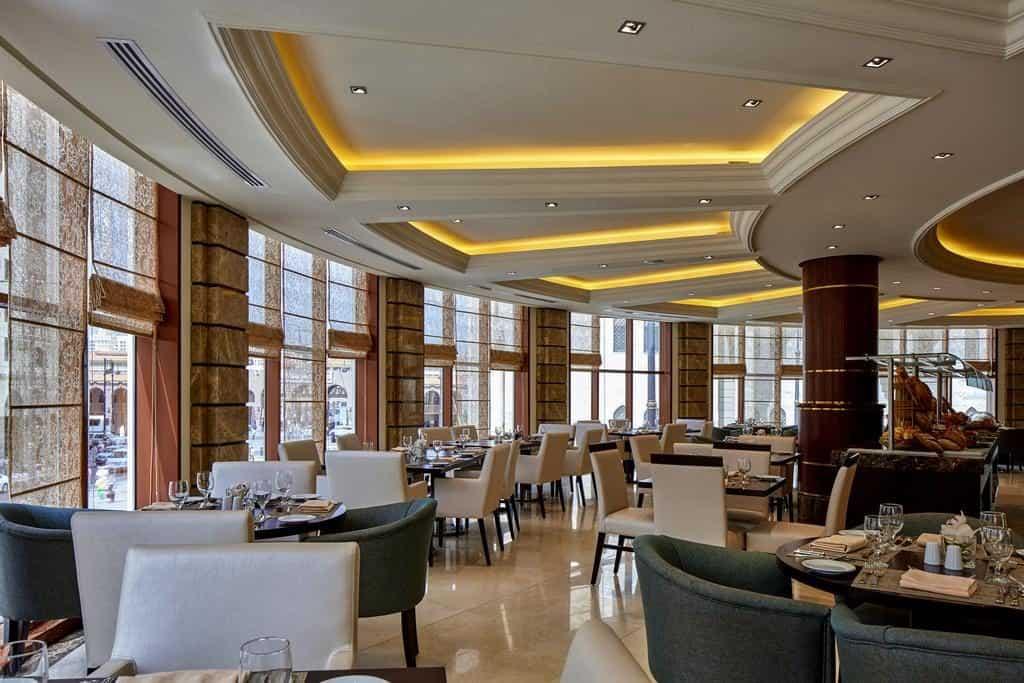 مطعم فندق بولمان زمزم في المدينة