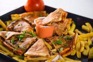 مطعم شاورما فطوم في المدينة