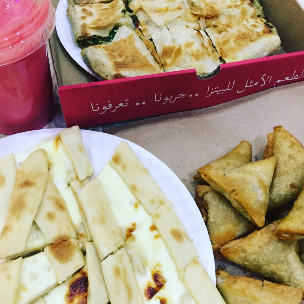 مطعم فطاير وبيتزا درة الهلال في تبوك