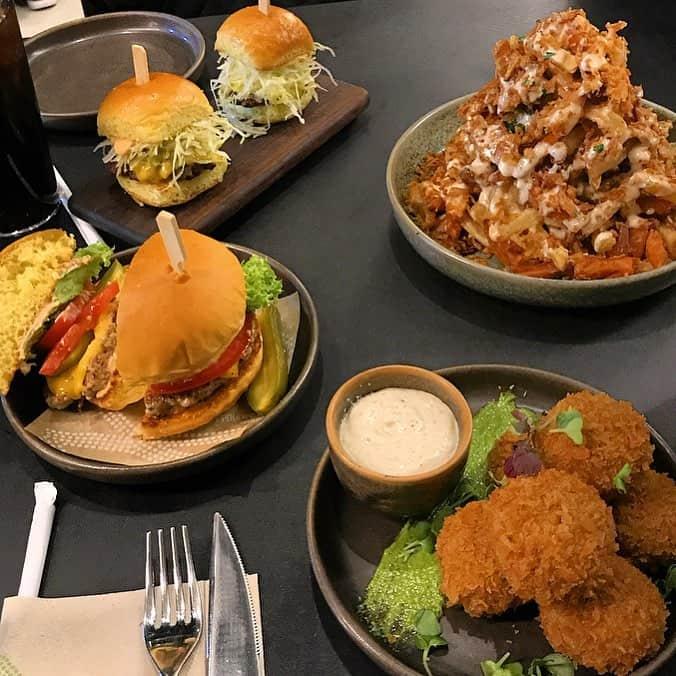 مطعم مانهاتن سبورتس داينر