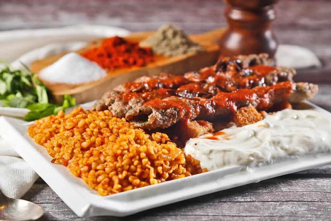 مطعم لزائز التركي للمعجنات في جازان