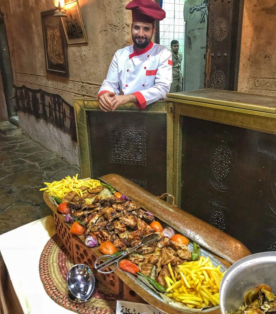 مطعم القرية الشعبية في الدمام