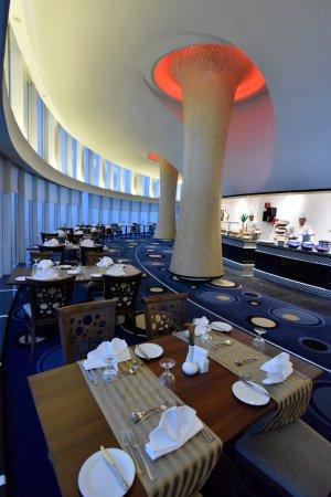 المطعم الدوار اعلى برج قلب الطائف